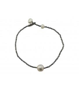 One freshwater pearl bracelet